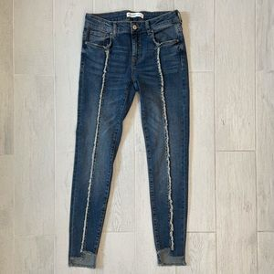 Zara Cropped Jeans with Frayed Front Seam SZ 4